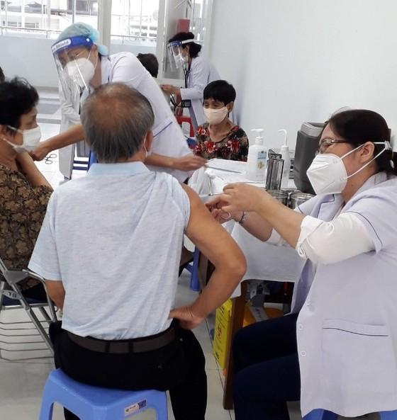 TPHCM đẩy mạnh thời gian để vaccine đến nhanh nhất với người dân ảnh 2