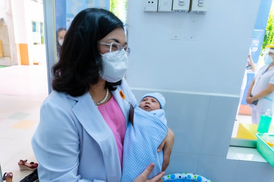 TPHCM: Khánh thành trung tâm chăm sóc trẻ sơ sinh có mẹ mắc Covid-19 ảnh 1