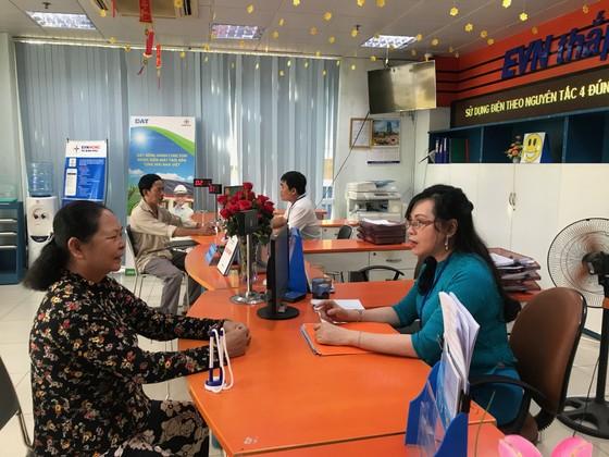Ngày đầu tiên đi làm sau kỳ nghỉ Tết Canh Tý: Nhiều người dân, khách hàng sử dụng dịch vụ trực tuyến ảnh 3