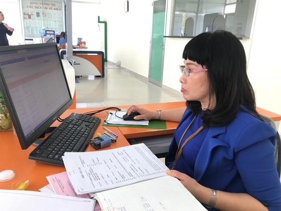 Ngày đầu tiên đi làm sau kỳ nghỉ Tết Canh Tý: Nhiều người dân, khách hàng sử dụng dịch vụ trực tuyến ảnh 2