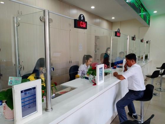 Ngày đầu tiên đi làm sau kỳ nghỉ Tết Canh Tý: Nhiều người dân, khách hàng sử dụng dịch vụ trực tuyến ảnh 1