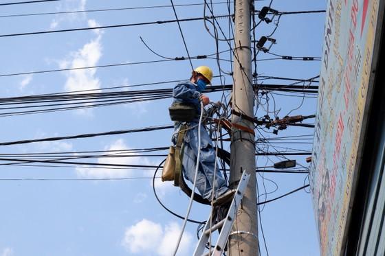 Điện lực TPHCM hoàn thành cấp điện cho 62 chốt, trạm kiểm dịch Covid-19 ảnh 2