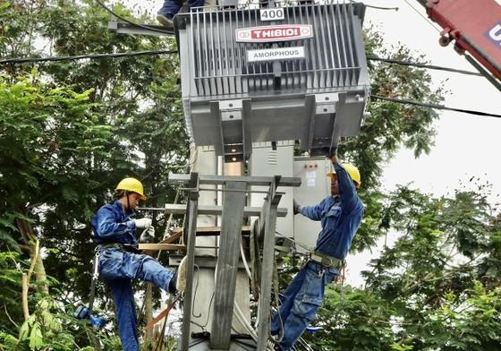 EVNHCMC tăng cường công suất các trạm điện ảnh 1
