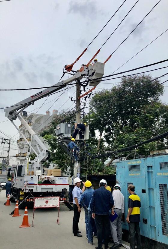 EVNHCMC tăng cường công suất các trạm điện ảnh 2