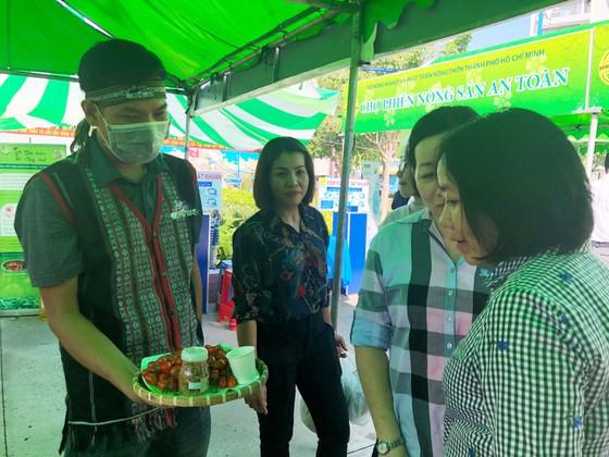 Khai mạc Chợ phiên nông sản an toàn quận Tân Phú ảnh 1