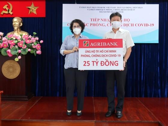 Agribank ủng hộ TPHCM 25 tỷ đồng phòng, chống dịch Covid-19 ảnh 1