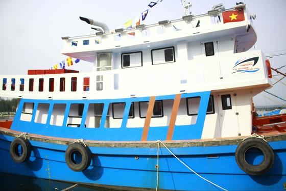 Tàu cá composite đầu tiên tại Quảng Ngãi lắp máy nhãn hiệu Mỹ ảnh 2