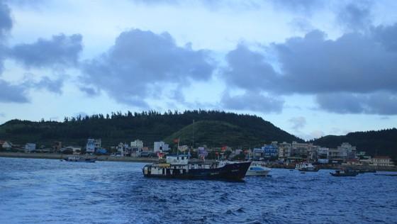 Quảng Ngãi đề nghị hỗ trợ chi phí vận chuyển xăng dầu từ đất liền ra đảo Lý Sơn ảnh 1