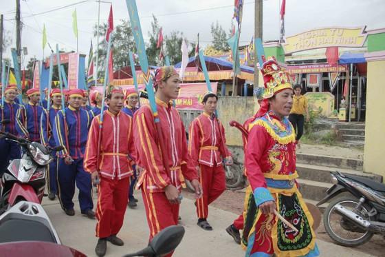 Quảng Ngãi: Lễ hội cầu ngư và ra quân đánh bắt đầu năm ảnh 1
