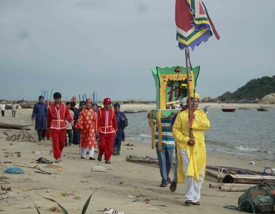 Quảng Ngãi: Lễ hội cầu ngư và ra quân đánh bắt đầu năm ảnh 3