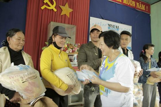 Quỹ Hòa bình Mỹ Lai tặng 600 quà cho gia đình thân nhân bị thảm sát Sơn Mỹ ảnh 1