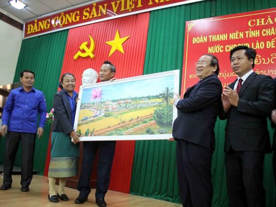 Đoàn thanh niên tỉnh Champasak và tỉnh Khammuane thăm tỉnh Quảng Ngãi ảnh 2