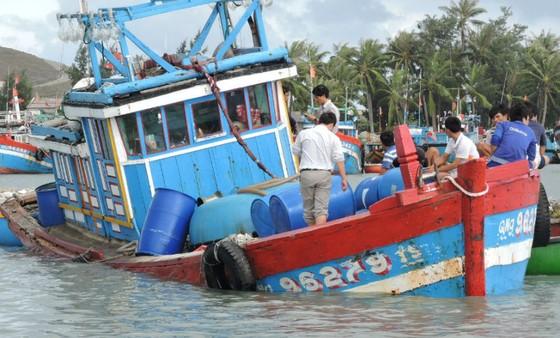 Quảng Ngãi: Tàu cá bị chìm, thiệt hại trên 2 tỷ đồng ảnh 1
