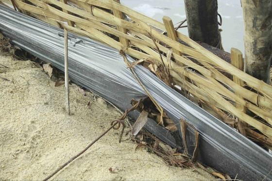 Vỡ 60m đập ngăn mặn trên sông Trà Bồng ảnh 5