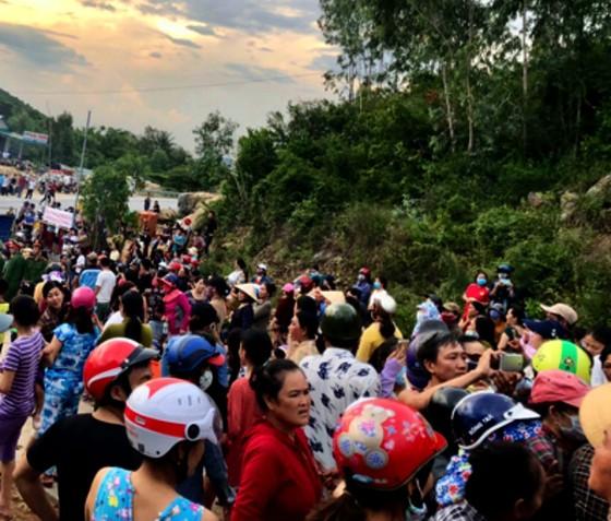 Họp báo giải quyết vụ dân chặn xe rác vào Nhà máy rác Sa Huỳnh ảnh 2