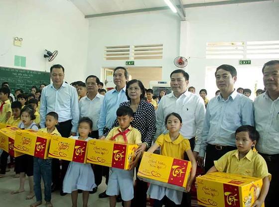 Trưởng ban Kinh tế Trung ương thăm Trung tâm Võ Hồng Sơn ảnh 1