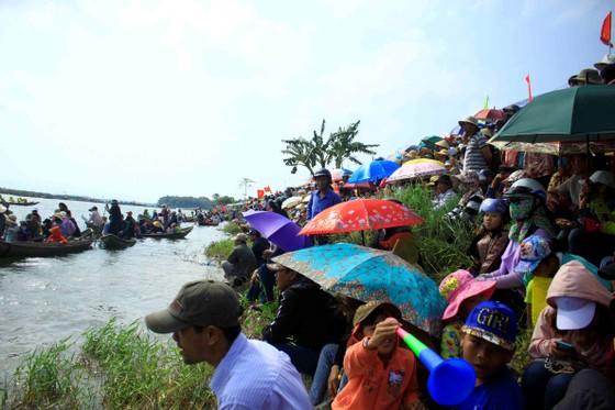 Nét đẹp lễ hội đua thuyền vùng sông nước ở Quảng Ngãi ảnh 2