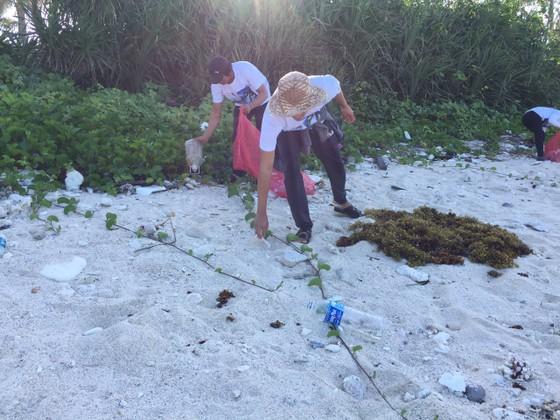 Lặn vớt rác dưới đáy biển Lý Sơn (Quảng Ngãi) ảnh 3