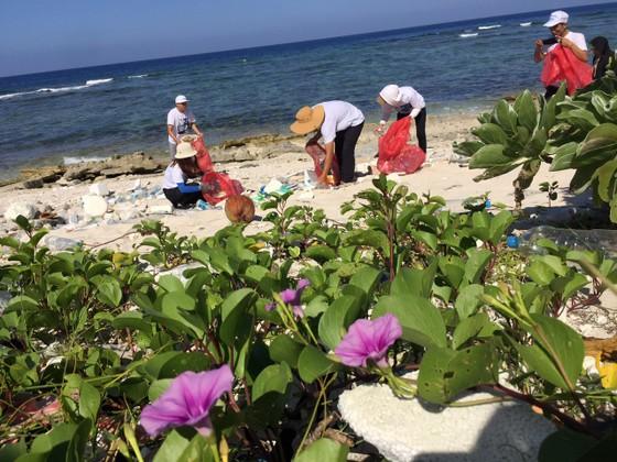 Lặn vớt rác dưới đáy biển Lý Sơn (Quảng Ngãi) ảnh 1