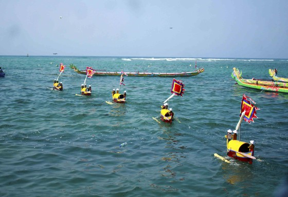 Lễ khao lề thế lính Hoàng Sa trên đảo Lý Sơn (Quảng Ngãi) ảnh 8
