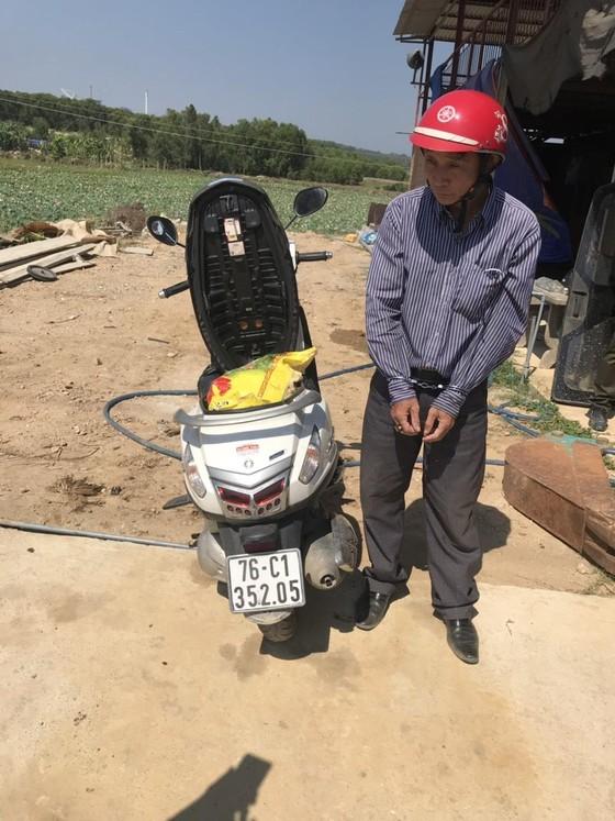 Quảng Ngãi: Bắt giữ khẩn cấp 2 vợ chồng, tịch thu tang vật hàng ngàn kíp nổ, chất nổ ảnh 1
