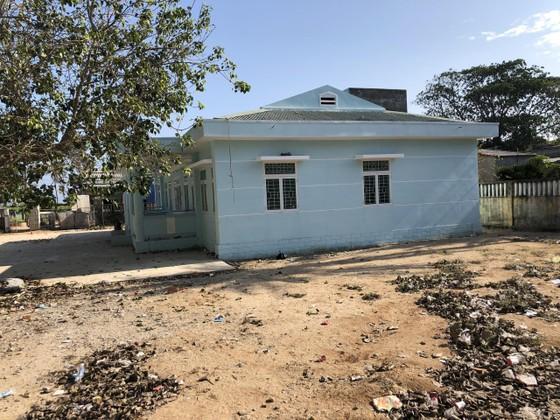 Vừa xây xong, hai trường mầm non ở Lý Sơn thành bãi tập kết rác ảnh 1