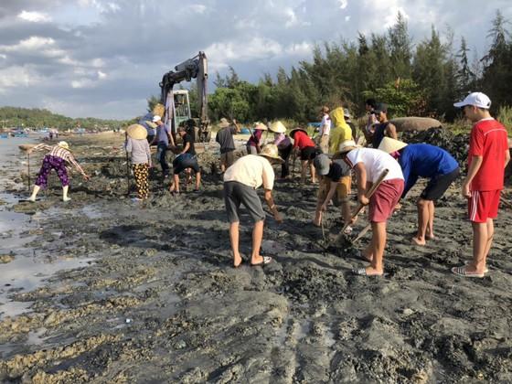Chỉ 7 ngày, 140 người dân dọn sạch rác bãi biển Sa Cần  ảnh 2