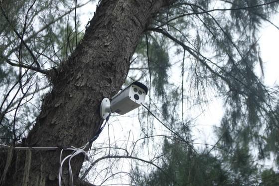 'Tử tế với Sa Cần' lắp camera giám sát hành vi xả rác cửa biển ảnh 1