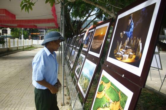 Triển lãm ảnh Đất nước - Con người Trà Bồng và miền Tây Quảng Ngãi ảnh 1
