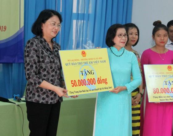 Phó Chủ tịch nước Đặng Thị Ngọc Thịnh thăm Trung tâm Võ Hồng Sơn ảnh 2