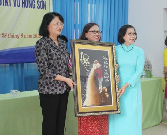 Phó Chủ tịch nước Đặng Thị Ngọc Thịnh thăm Trung tâm Võ Hồng Sơn ảnh 5