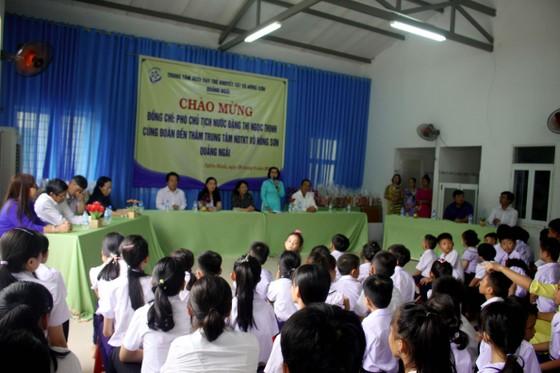 Phó Chủ tịch nước Đặng Thị Ngọc Thịnh thăm Trung tâm Võ Hồng Sơn ảnh 1