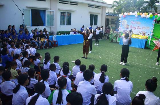 Tết Trung thu ở Trung tâm Nuôi dạy trẻ khuyết tật Võ Hồng Sơn ảnh 1