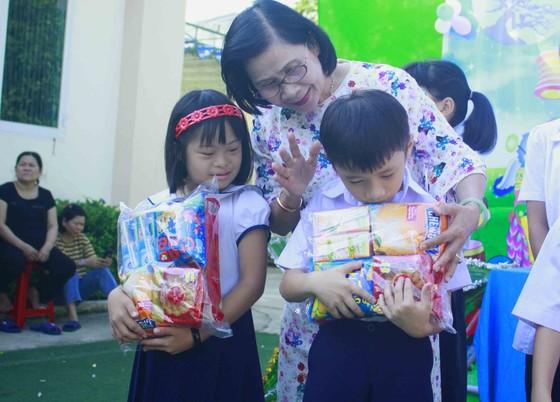 Tết Trung thu ở Trung tâm Nuôi dạy trẻ khuyết tật Võ Hồng Sơn ảnh 9