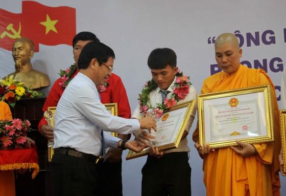 Vinh danh 9  công dân tiêu biểu tỉnh Quảng Ngãi ảnh 1