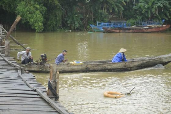 Người dân xóm 'ốc đảo' Đồng Min chèn chống để giữ cầu ảnh 9