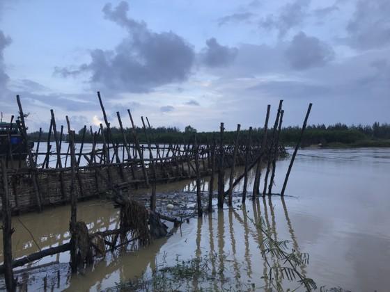 Người dân xóm 'ốc đảo' Đồng Min chèn chống để giữ cầu ảnh 2