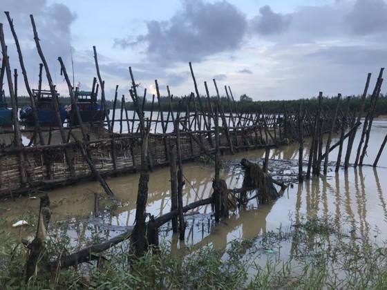 Người dân xóm 'ốc đảo' Đồng Min chèn chống để giữ cầu ảnh 10