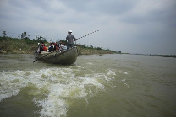 Nguy hiểm vượt sông của người dân giữa lòng sông Trà Khúc (Quảng Ngãi) ảnh 7