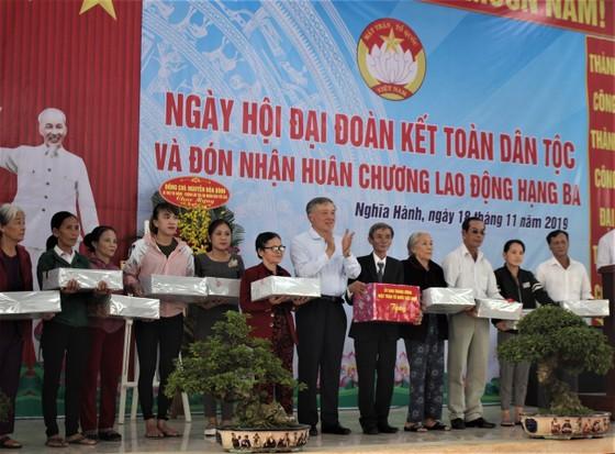 Chánh án TAND tối cao Nguyễn Hòa Bình dự ngày hội đại đoàn kết ở Quảng Ngãi ảnh 2