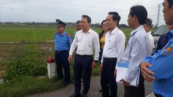 Phó Chủ tịch Ủy ban ATGT Quốc gia khảo sát tuyến tránh Quốc lộ 1 qua huyện Mộ Đức (Quảng Ngãi) ảnh 1