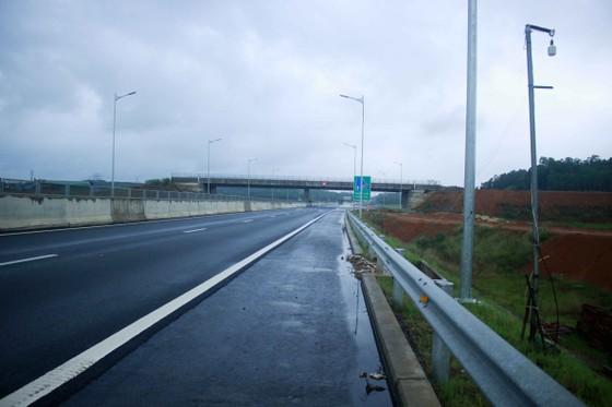 Đã quá 330 ngày chờ lún, vòng xoay Dung Quất nối cao tốc Đà Nẵng - Quảng Ngãi vẫn ngổn ngang ảnh 4