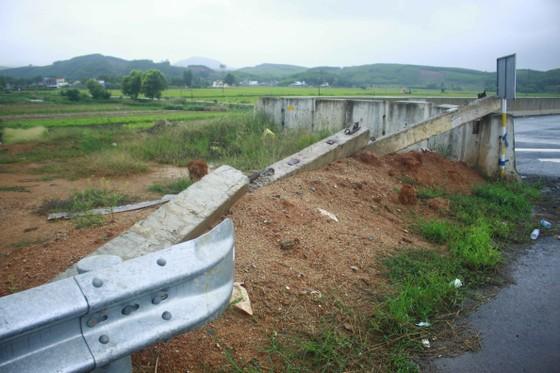 Đã quá 330 ngày chờ lún, vòng xoay Dung Quất nối cao tốc Đà Nẵng - Quảng Ngãi vẫn ngổn ngang ảnh 9