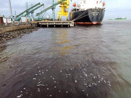 Quảng Ngãi: Nước biển đen do nước thải chảy ra từ công ty dăm gỗ Hào Hưng Quảng Ngãi? ảnh 1