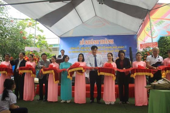 Khánh thành cổng từ và tặng quà cho học sinh Trung tâm nuôi dạy trẻ khuyết tật Võ Hồng Sơn ảnh 1