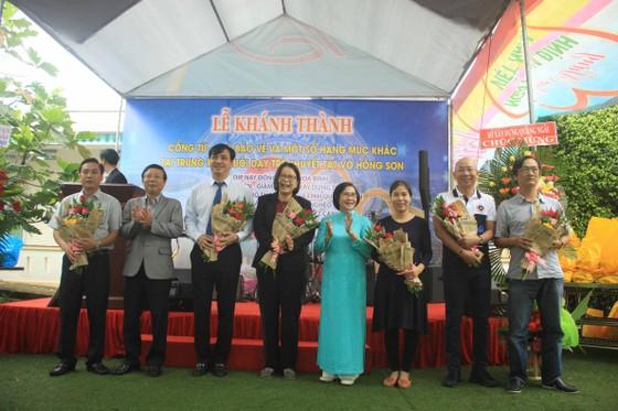 Khánh thành cổng từ và tặng quà cho học sinh Trung tâm nuôi dạy trẻ khuyết tật Võ Hồng Sơn ảnh 5