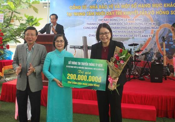 Khánh thành cổng từ và tặng quà cho học sinh Trung tâm nuôi dạy trẻ khuyết tật Võ Hồng Sơn ảnh 3