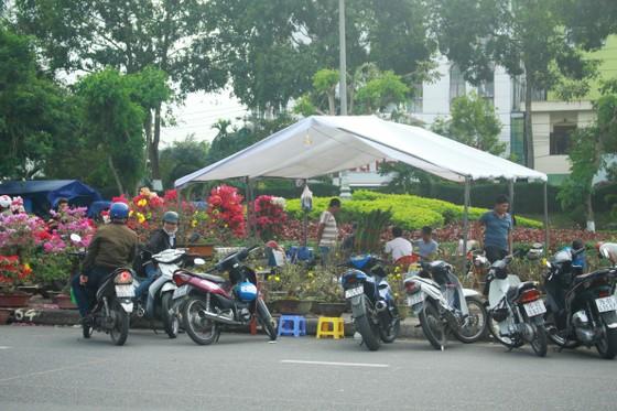 Quảng Ngãi: Nhộn nhịp chợ hoa sớm, hội xuân khai mở ảnh 10