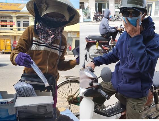 Nhiều nơi ở Quảng Ngãi phát khẩu trang y tế miễn phí phòng virus Corona ảnh 3