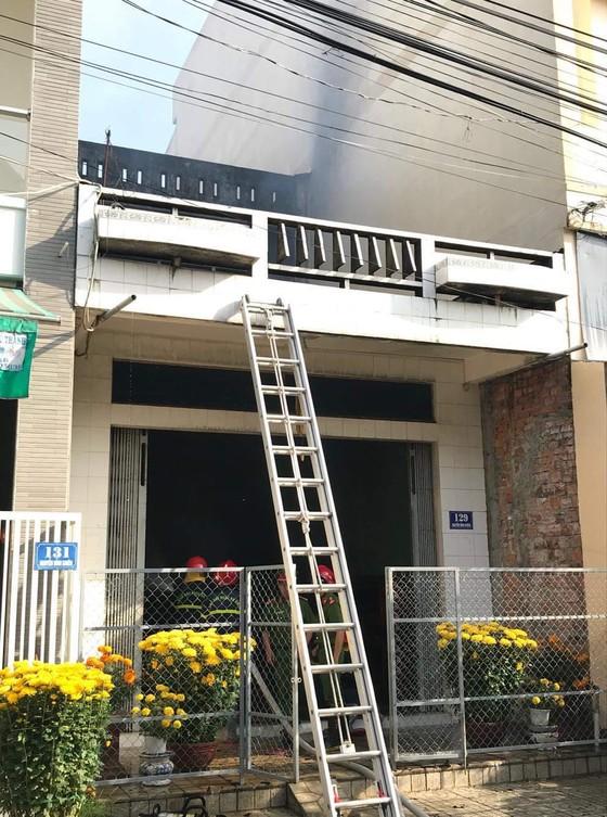Cháy căn nhà 2 tầng vắng chủ ở Quảng Ngãi ảnh 1